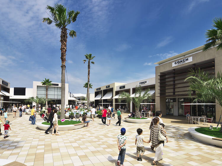 Best malls and shops for discount shopping in Tokyo