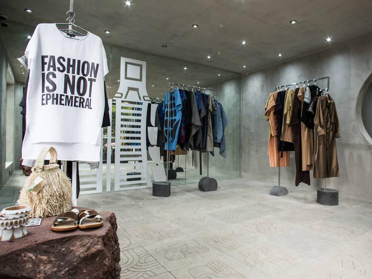 Compra diseño mexicano en la flagship store de Carla Fernández en la Juárez