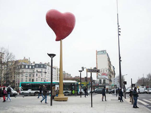 Pour la Saint-Valentin, la Mairie inaugure un immense cœur lumineux et rotatif