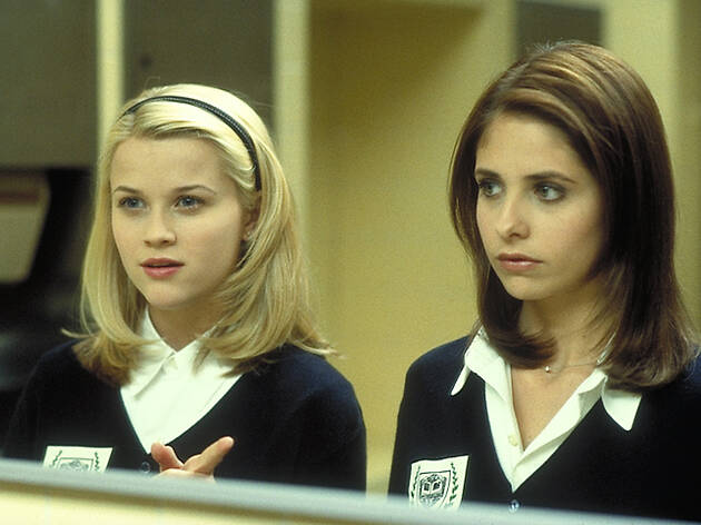Sarah Michelle Gellar and Reese Witherspoon in the film 'Cruel Intentions'