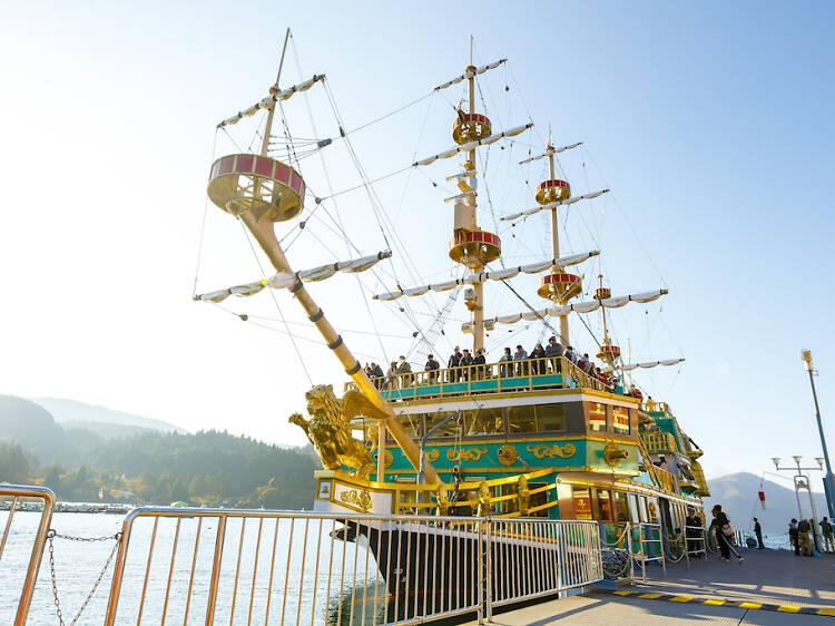 海賊船に乗り込む。