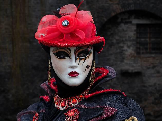 2e61a39f5 Aqui tem quatro sítios onde comprar disfarces e máscaras de Carnaval