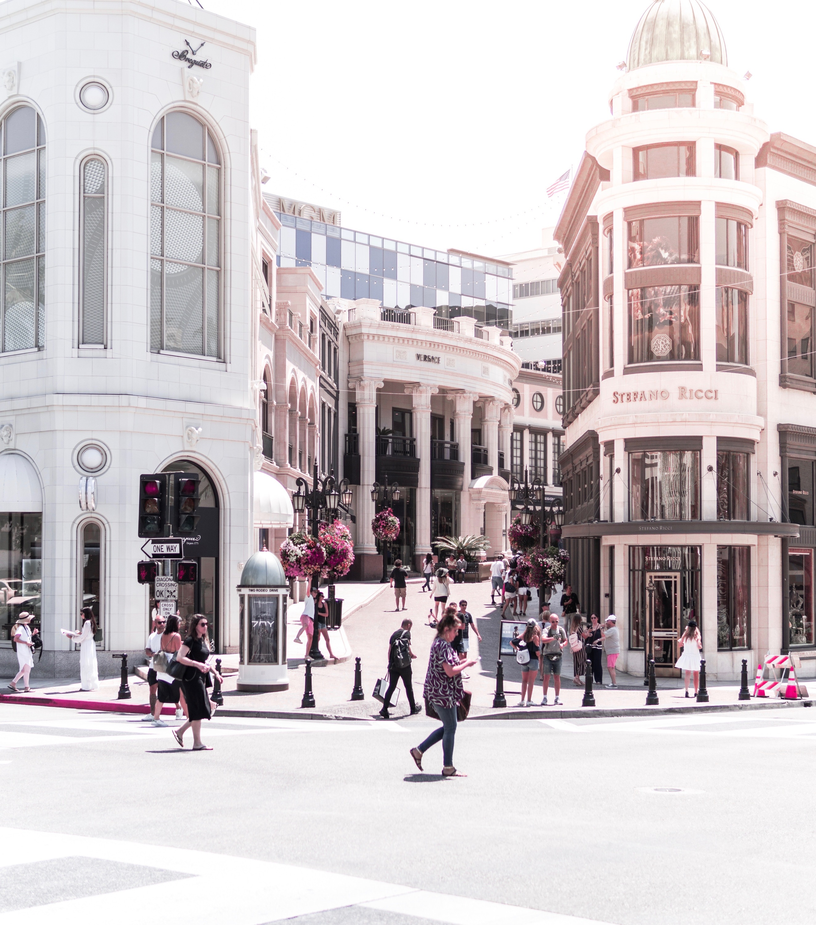 1413694df770 Rodeo Drive Stores and Attractions to Visit Right Now