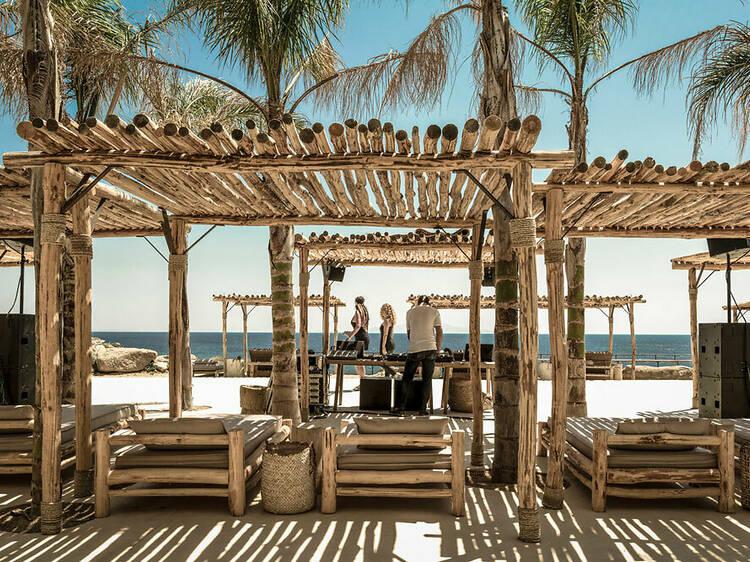 Un peu de fête, dans la plage la plus hype de l'île