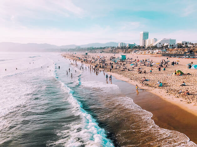 11 Best Beaches in Los Angeles to Surf, Swim & Play All Year