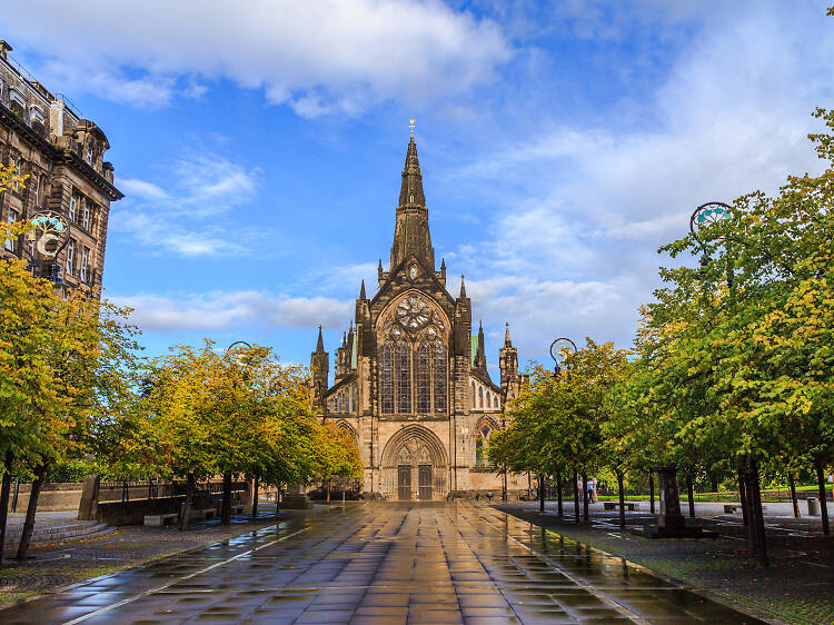 Wander around the gloriously atmospheric Glasgow Cathedral and Necropolis