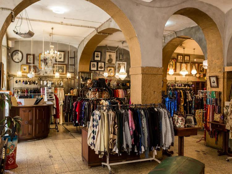 Conheça estas lojas em segunda mão em Lisboa para dar uma nova vida à roupa