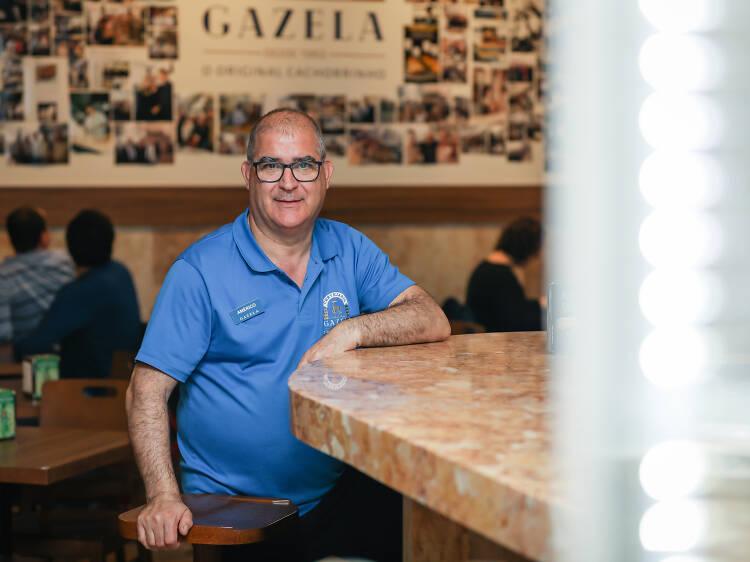 Américo Pinto, dono da Cervejaria Gazela, que vende cerca de 800 cachorrinhos por dia