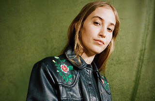 The singer Hatchie in a great jacket with embroidery.