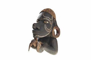 Nguzunguzu, figure fixée sur la proue d'une pirogue