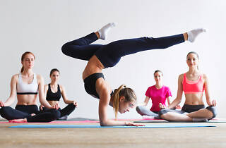 Yoga - Clandestinemood. Masterclass de fitness y yoga con Pablo Rojo