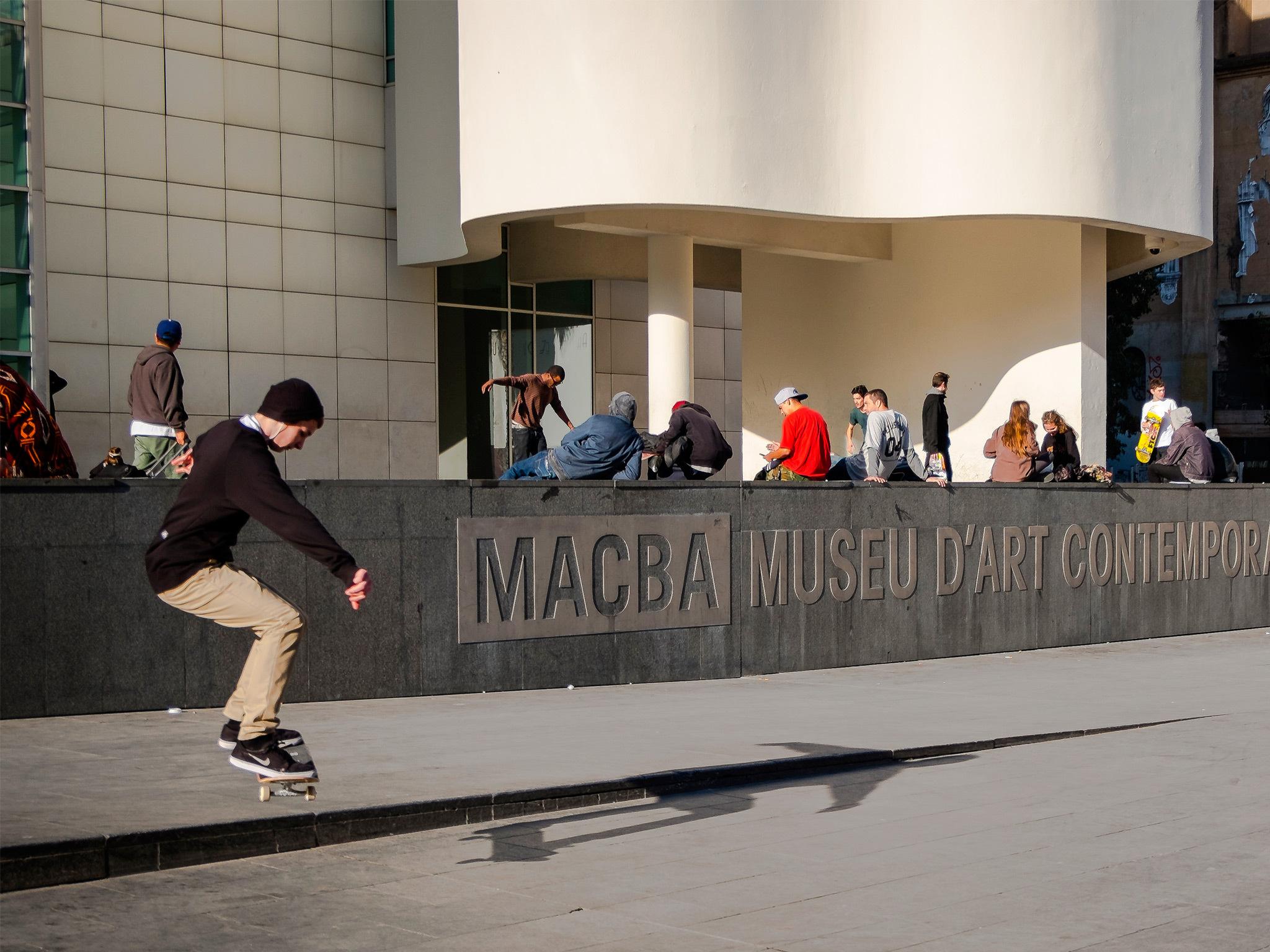 Patinadors al MACBA