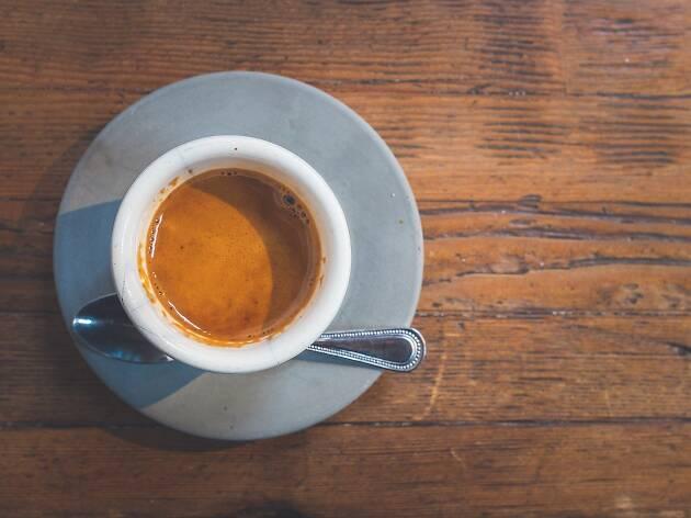 E você, sabe qual é a maneira mais complicada de pedir um café?