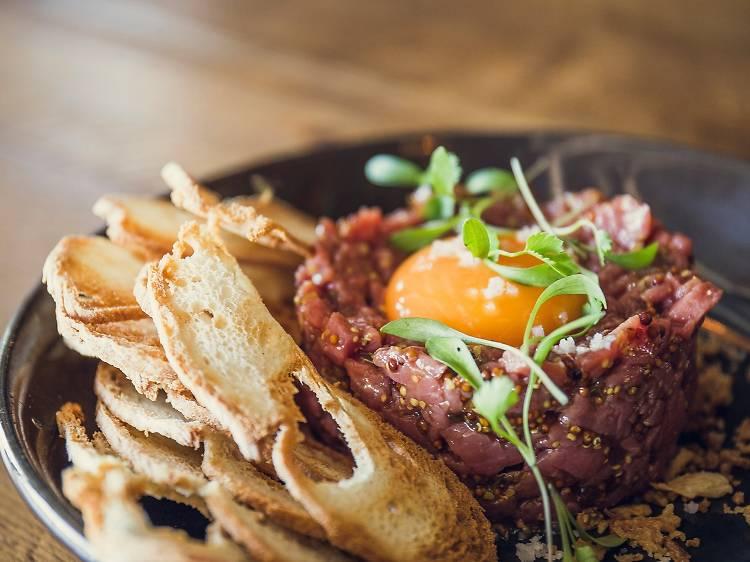 Dez sítios para comer bife tártaro no Porto