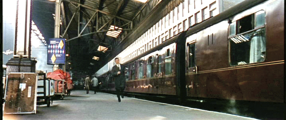 A still from the film 'The Ipcress File', shot in Marylebone station