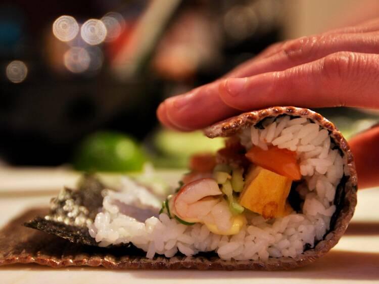 Largue os pauzinhos e faça um destes cursos de sushi em Lisboa