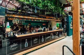 Bar Schweppes Garden State Hotel