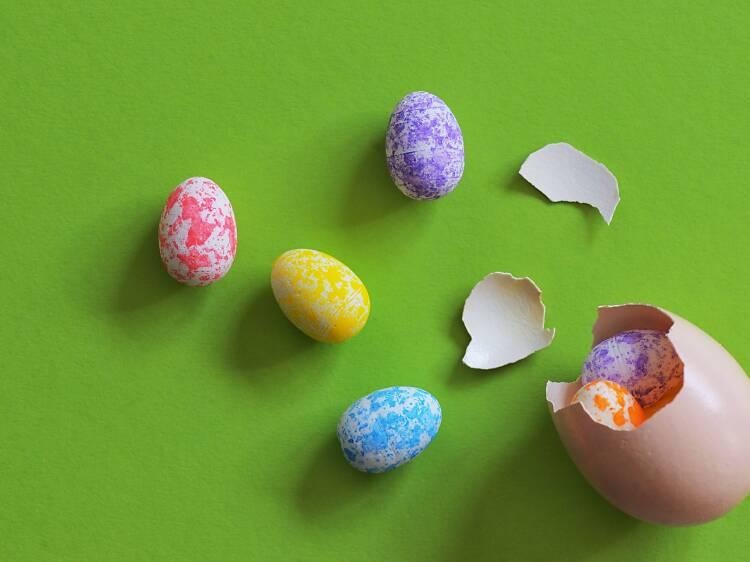Dia 18: Pintar ovos para uma caça em casa