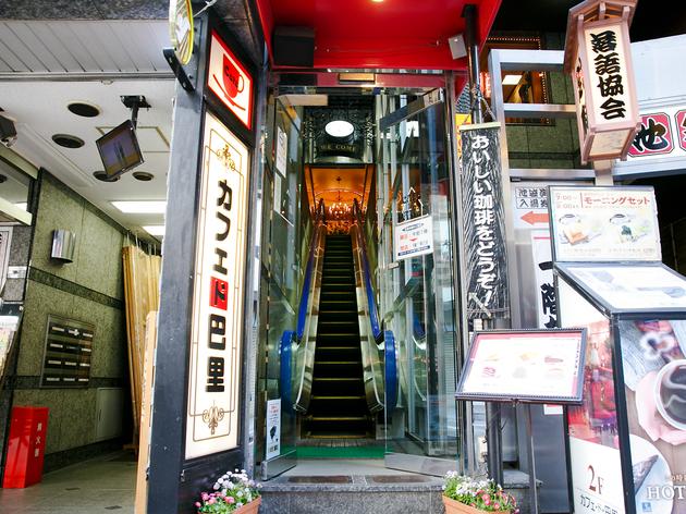 東京、不思議な入り口の店