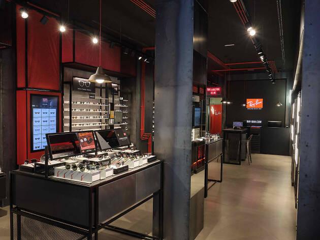 2e55cc77d9d25 La conocida marca de gafas Ray-Ban ha abierto su primera tienda física en  Madrid