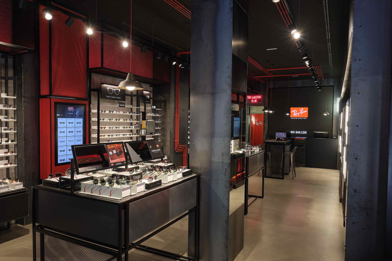 Ray-Ban abre su primera tienda física en Madrid