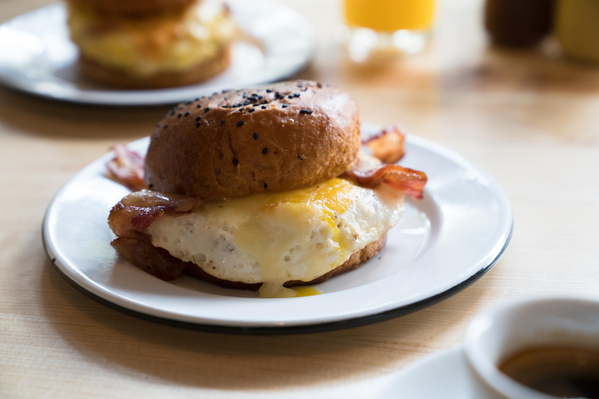 Clara y Ema, sándwiches y desayuno americano en la Condesa