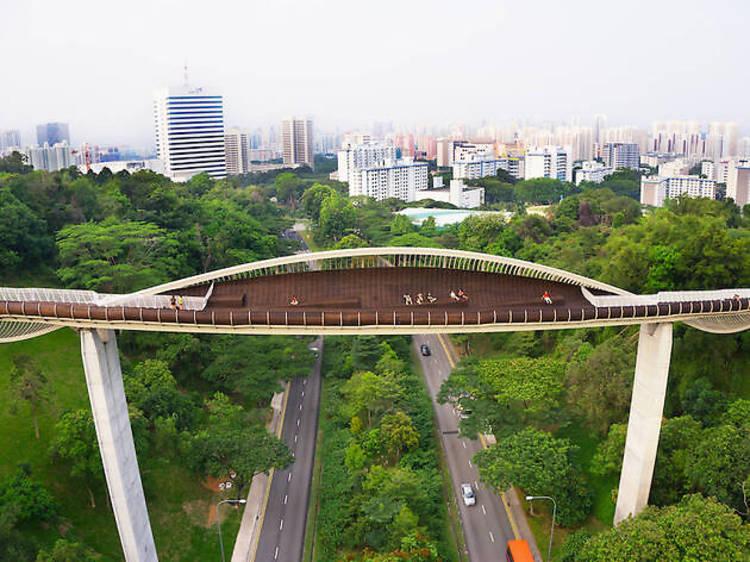 シンガポール:最も高い位置にある歩道橋