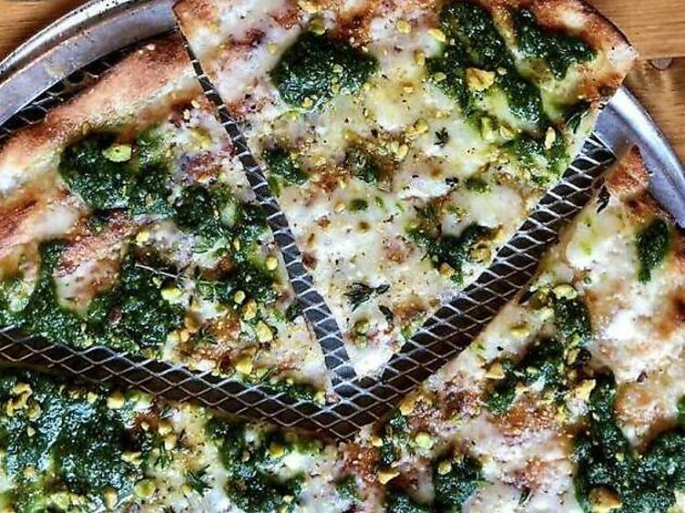 ニューヨーク:両面を焼いたピザ