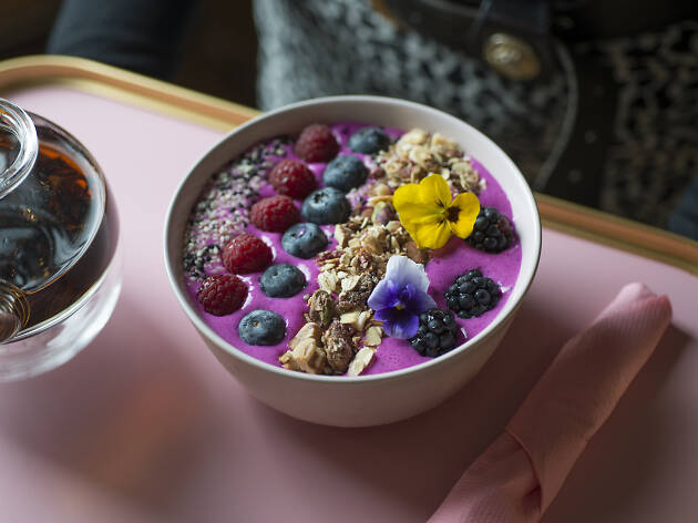 smoothie bowl at Palm Vaults, London