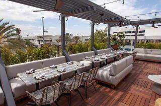 Granville Pasadena rooftop bar and restaurant