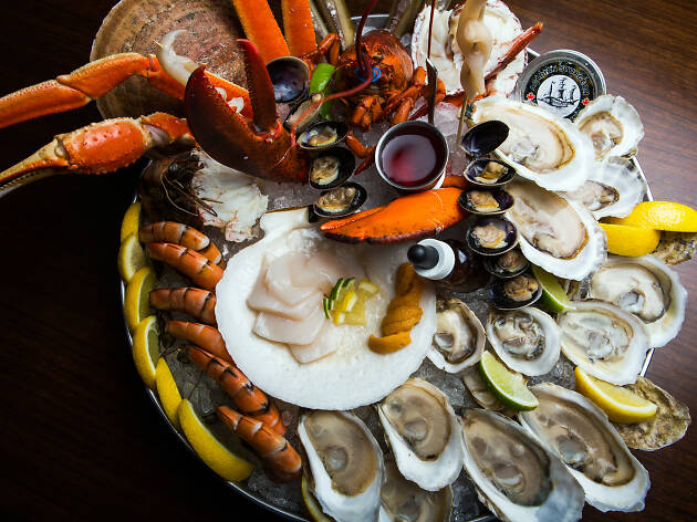 21 Best Seafood Restaurants Montreal Offers To Try Tonight