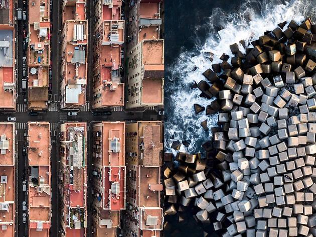 Un fotògraf sobrevola Barcelona i el resultat és de vertigen