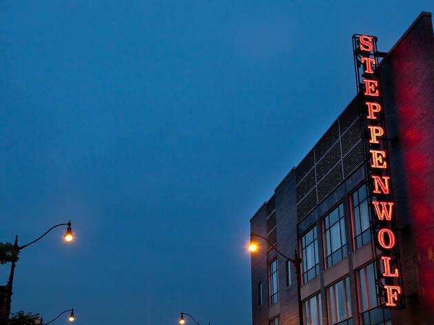 9. Asiste a una obra estelar de la Steppenwolf Theatre Company