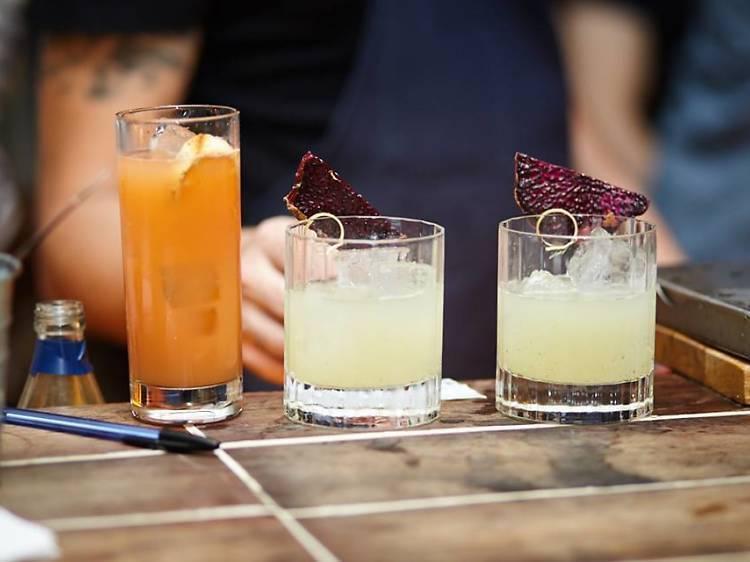 12. Sorber ostras y tomar cócteles en Le Mary Céleste