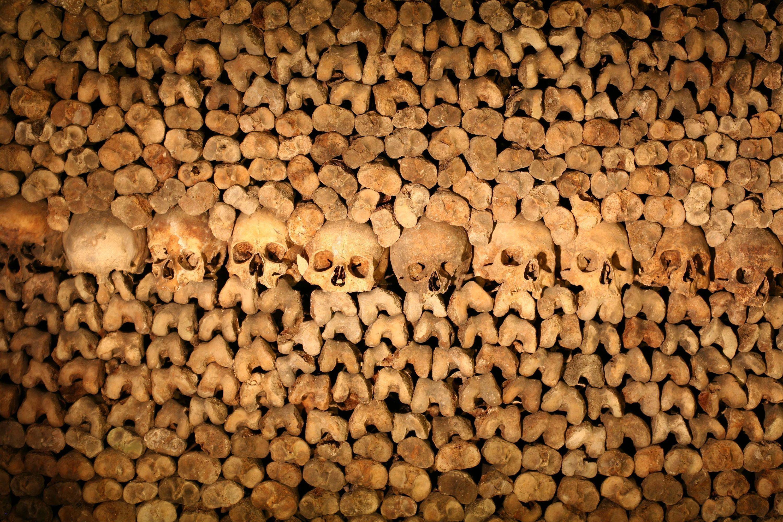 16. Piérdete en Les Catacombes