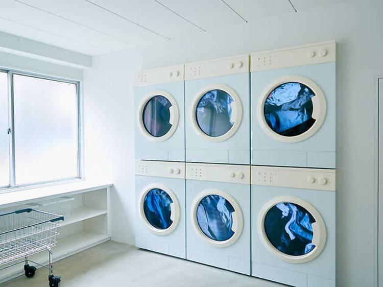 洗濯の合間にアート鑑賞する。