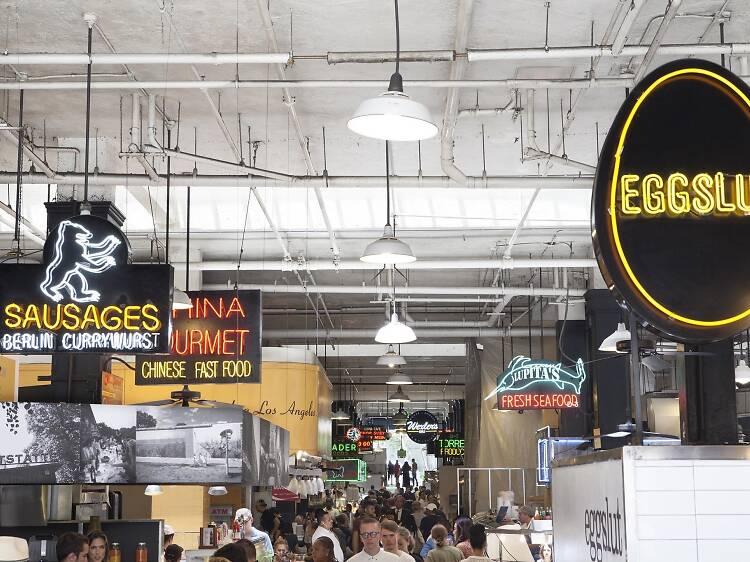 Come tacos y sándwiches de huevo en Grand Central Market
