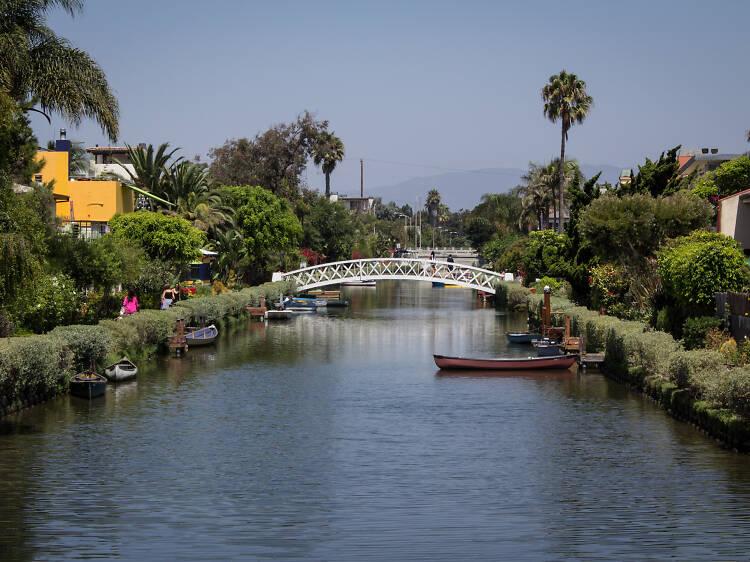 Pasea por los canales de Venice