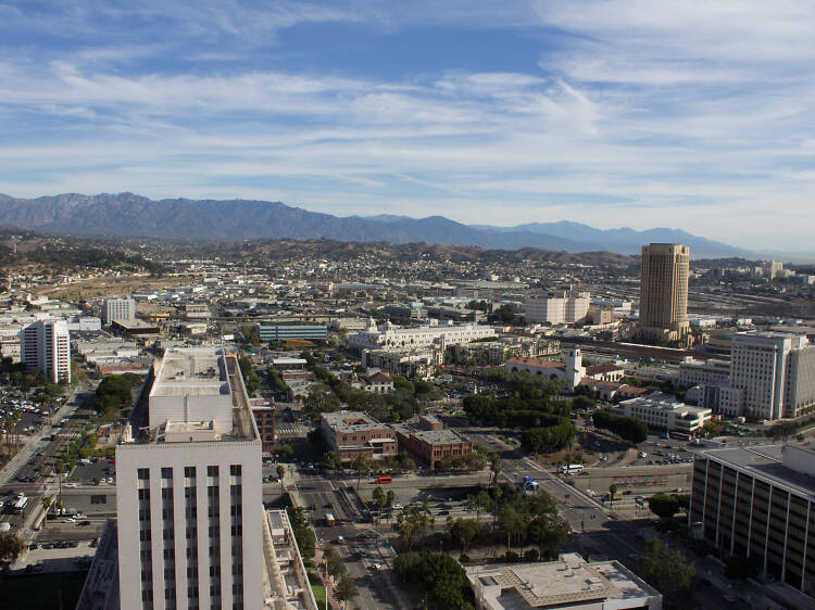 Contempla la vista desde el ayuntamiento de Los Ángeles