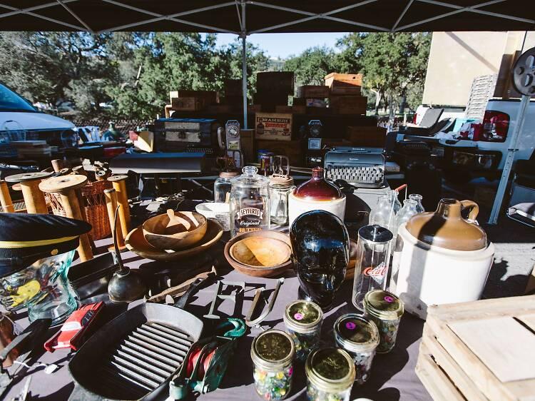 Busca antigüedades en el Rose Bowl Flea Market