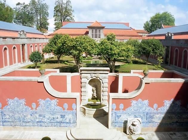 """11. Admira la obra """"O Desterrado"""" en el Museo Nacional Soares dos Reis"""