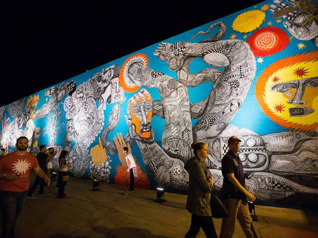 20. Explora una galería de arte al aire libre