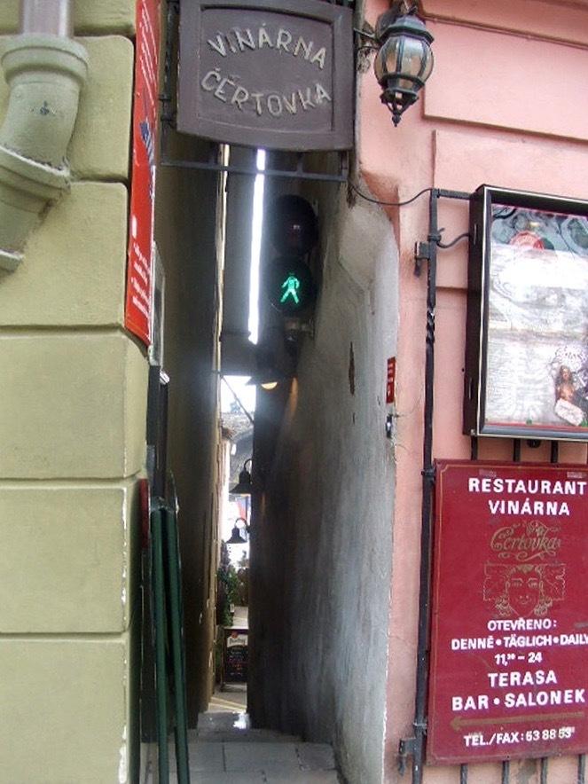 5- La calle más estrecha de Praga