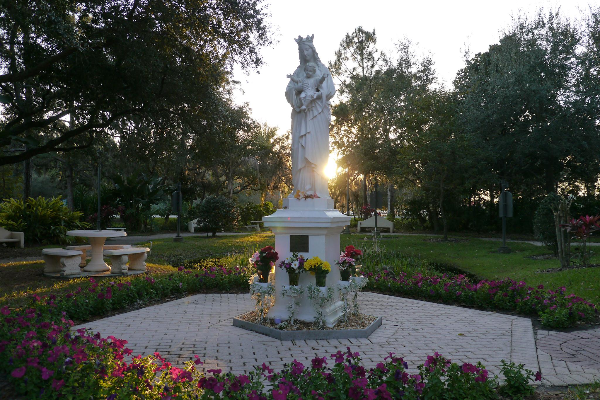 17. Basílica del Santuario Nacional de María, Reina del Universo
