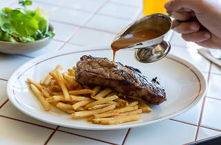 Ambervale Hotel's steak and chips with gravy being poured