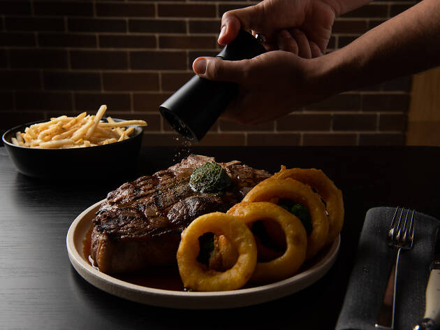 The Vicar steak and onion rings