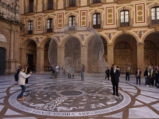 Jaume Plensa instal·la una escultura a Montserrat