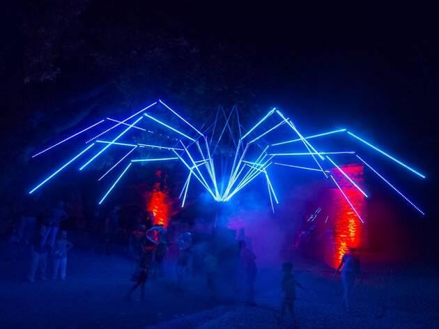 Circus Lumineszenz 'Oumua'