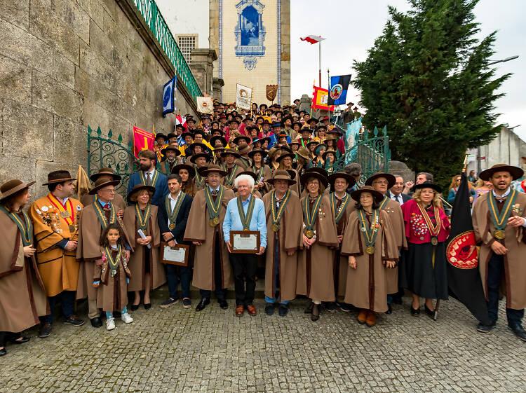 Veja o desfile da Confraria do Pão, da Regueifa e do Biscoito