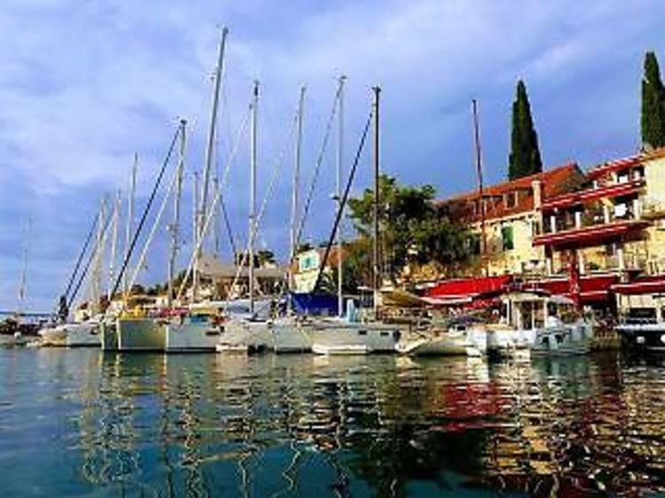 Two Islands Swimming Cruise – Brač & Šolta